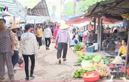 """Chợ Kim mới, Đông Anh: """"Hét giá"""" cho thuê chỗ bán rau 100.000 đồng/ngày"""