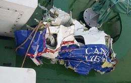 Đưa mảnh vỡ máy bay CASA 212 về đất liền
