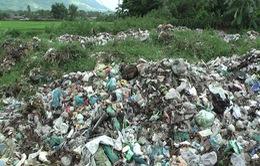 Người dân Long An mang bệnh vì bãi rác vùng giáp ranh
