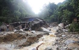 Cứu trợ người dân bị lũ quét tại Lào Cai
