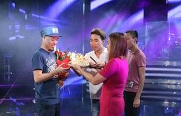 Vietnam Idol: Nhạc sĩ Huy Tuấn đón sinh nhật cùng top 3 trước Gala 9