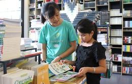 Xây giếng sách nặng 4 tấn khuyến khích con gái học hành