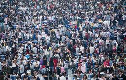 Biển người Trung Quốc mòn mỏi chờ tàu, xe sau dịp nghỉ lễ Quốc khánh
