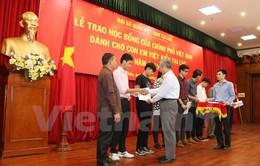 Trao học bổng bổ sung cho con em Việt kiều Lào học tại Việt Nam