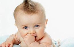 Mút tay làm giảm nguy cơ dị ứng ở trẻ