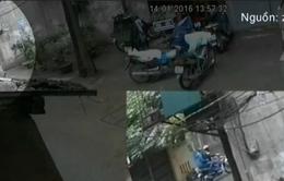 Tên trộm bẻ gương xe ô tô trong tích tắc ở Hà Nội