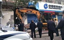 Trung Quốc bắt kẻ dùng máy xúc trộm tiền ngân hàng