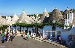 Độc đáo những ngôi nhà hình nấm ở Italy