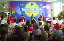 Phó Chủ tịch nước Đặng Thị Ngọc Thịnh trao quà Trung thu cho bệnh nhi ung thư