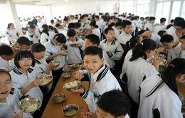 Hơn 300 học sinh Trung Quốc bị ngộ độc thực phẩm