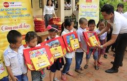Trao tặng cặp sách, vở cho 800 trường tiểu học nhân dịp khai giảng