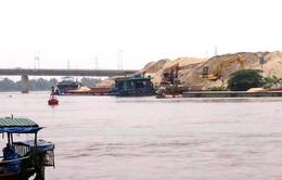 """Truy bắt """"cát tặc"""" trên sông Đáy, một CSGT hy sinh"""