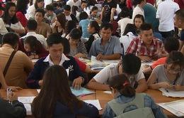TP.HCM: Hàng nghìn thí sinh tới đăng ký trong ngày đầu xét tuyển ĐH, CĐ