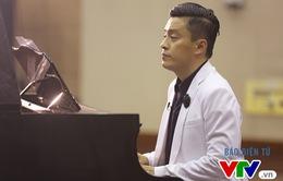 """Lam Trường vừa chơi piano vừa hát """"Tình thôi xót xa"""" khiến fan tan chảy"""