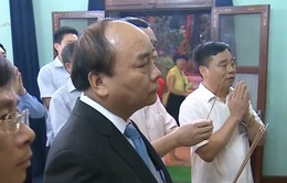 Thủ tướng dâng hương tưởng niệm Bác Hồ