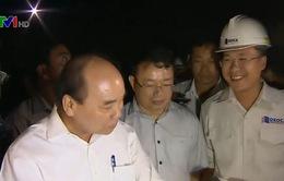 Thủ tướng thăm kỹ sư, công nhân trên công trình hầm đèo Cả