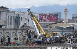 Đánh bom và nổ súng đẫm máu tại Afghanistan, hàng trăm người thương vong