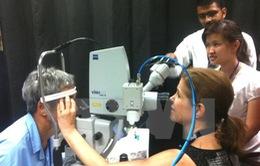Trung tâm Mắt quốc gia Singapore phẫu thuật miễn phí tại Việt Nam
