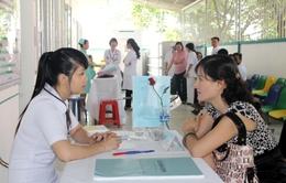 Người dân hài lòng với sự tư vấn tiêm chủng tại Viện Pasteur TP.HCM