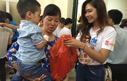 Hoa khôi sinh viên Hà Nội mang nụ cười đến với bệnh nhi Bệnh viện Đống Đa