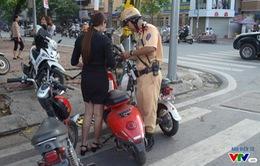 Người dân hoang mang vì chưa đăng ký biển số xe máy điện