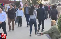 Vẫn còn tình trạng ăn xin, đổi tiền lẻ tại lễ hội đền Trần