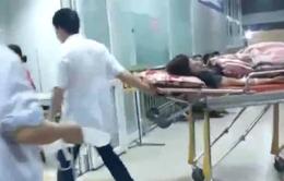 Bắc Giang: Gần 100 công nhân nhập viện sau bữa ăn tối