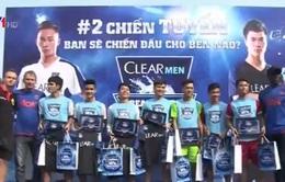 Cựu thành viên MU sôi nổi giao lưu với cầu thủ trẻ Việt Nam