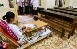 Thi tuyển vào lớp 10: Bị TNGT, một thí sinh làm bài trên giường bệnh