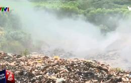 """Bãi rác cháy âm ỉ 10 ngày, người dân """"lãnh đủ"""" với khói"""