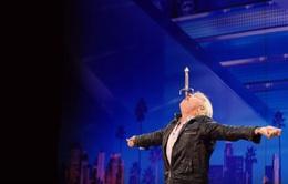 America's Got Talent: Phát hoảng với màn nuốt kiếm của thí sinh gần 60 tuổi
