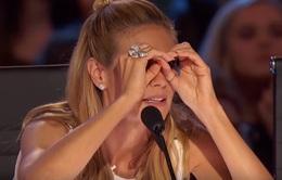 Giám khảo America's Got Talent gây tò mò vì cử chỉ săm soi khó hiểu