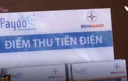 """""""Thoáng hết mức"""" việc đóng tiền điện cho người dân Hà Nội"""
