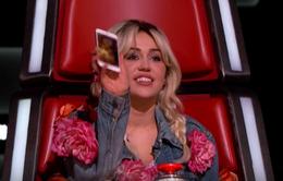 The Voice Mỹ: Miley Cyrus khoe ảnh lợn cưng với Blake Shelton
