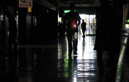 Cháy trạm biến áp, 350.000 hộ gia đình Nhật Bản chìm trong bóng tối
