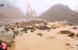 Mưa lớn gây ngập nhiều tuyến đường tại Khánh Hòa