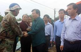 Phó Thủ tướng Trịnh Đình Dũng thăm người dân vùng rốn lũ tỉnh Bình Định