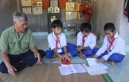 Quảng Trị: Vợ chồng ông lão Vân Kiều hơn 20 năm nuôi học trò nghèo miễn phí