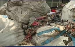 Bắc Ninh: Khó ngăn chặn việc dùng vải vụn, giẻ lau để đốt lò hơi