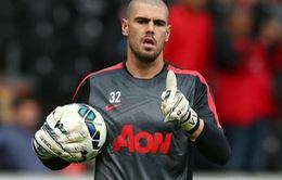 Valdes chính thức chia tay Man Utd