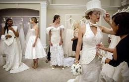 Thí sinh người Mỹ gốc Việt giành giải nhất cuộc thi váy cưới làm từ giấy vệ sinh