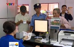 """""""Cò"""" vé tàu Tết hoành hành tại ga Sài Gòn"""