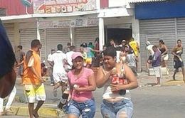 Venezuela bắt giữ 400 người gây bạo loạn tìm thực phẩm