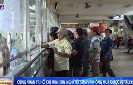 Công nhân ở TP.HCM xin nghỉ Tết sớm vì không mua được vé tàu, xe