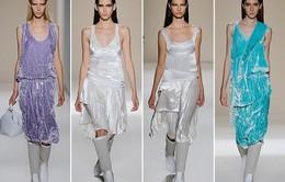 Victoria Beckham ra mắt loạt thiết kế Xuân - Hè đẹp mong manh