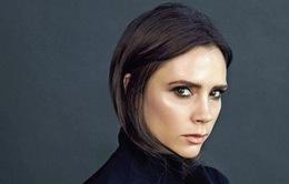 """Victoria Beckham """"thôi miên"""" bằng ánh nhìn lạnh lùng"""