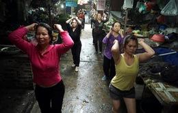 Muôn kiểu tập thể dục buổi sáng của người dân Thủ đô