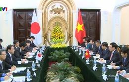 Phó Thủ tướng Phạm Bình Minh tiếp Ngoại trưởng Nhật Bản