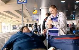 Nỗi khổ của hành khách thừa cân khi đi máy bay