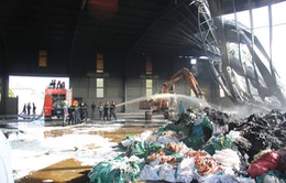 Vĩnh Long: Cháy lớn tại kho tái chế bao bì